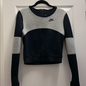 Cropped Nike Sweatshirt w. Zipper on Back